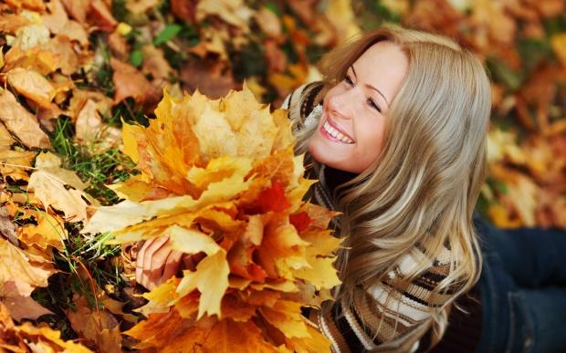 girl-autumn-leaves-1920x1200